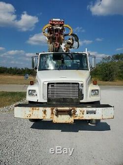 2000 Freightliner Digger Derrick crane, 44K for miles, 45' Boom, Lifts 20,000 lb